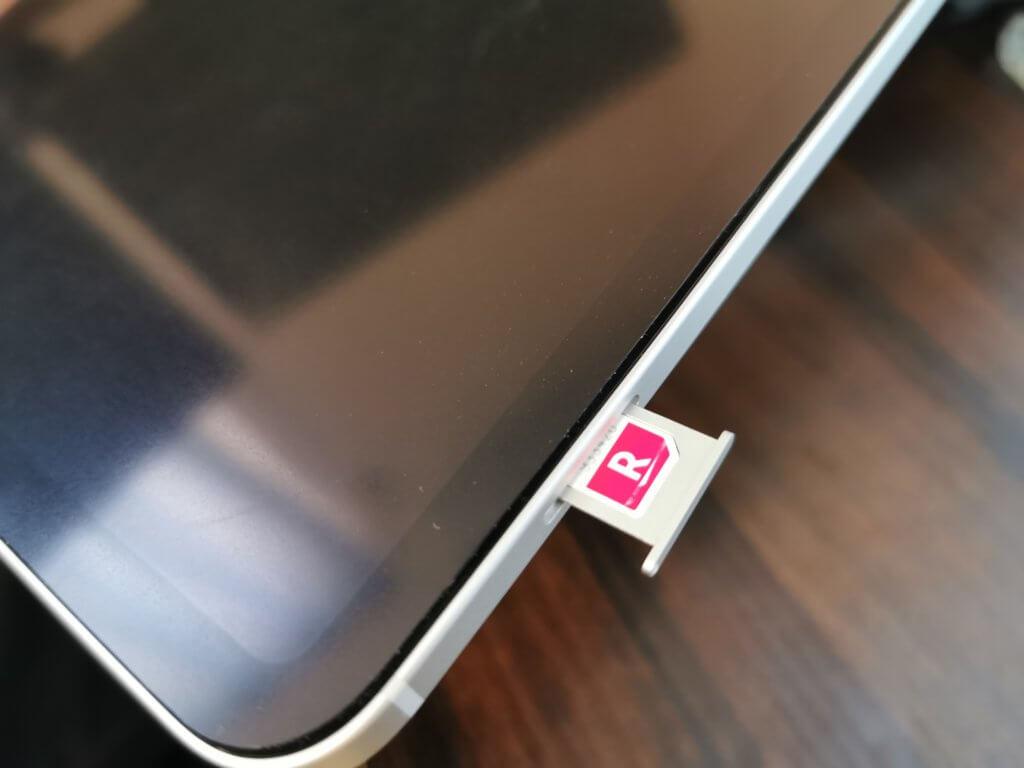 楽天モバイルのSIMカードをiPadに挿し込む