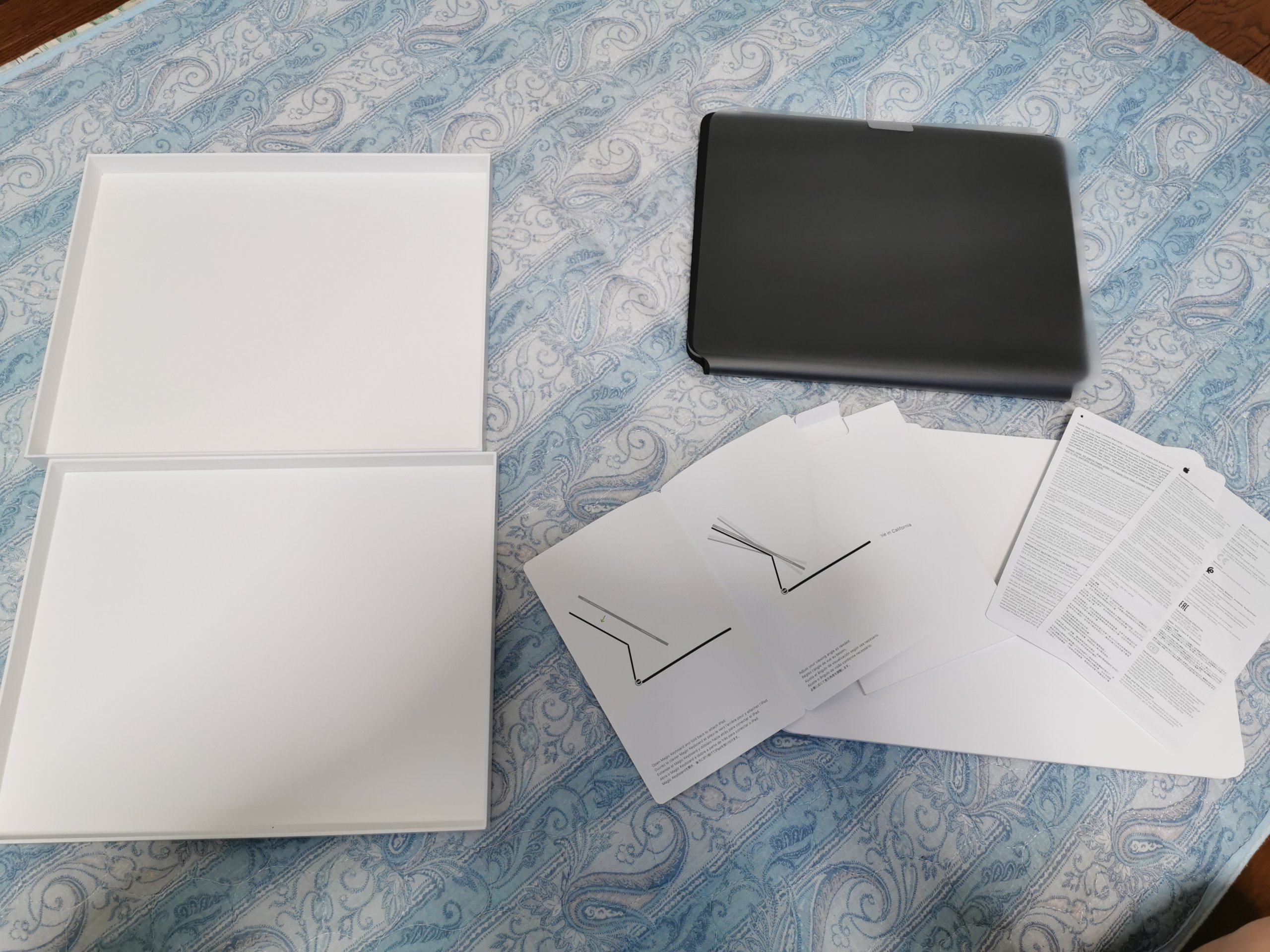iPad Pro用Magic Keyboardの同梱物