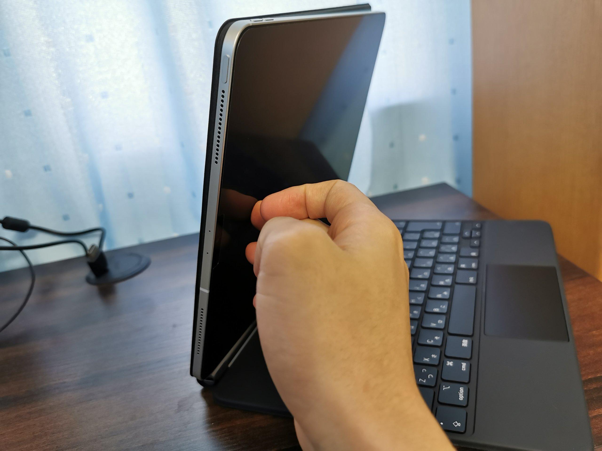 iPad Pro用Magic KeyboardとiPad Proを接続