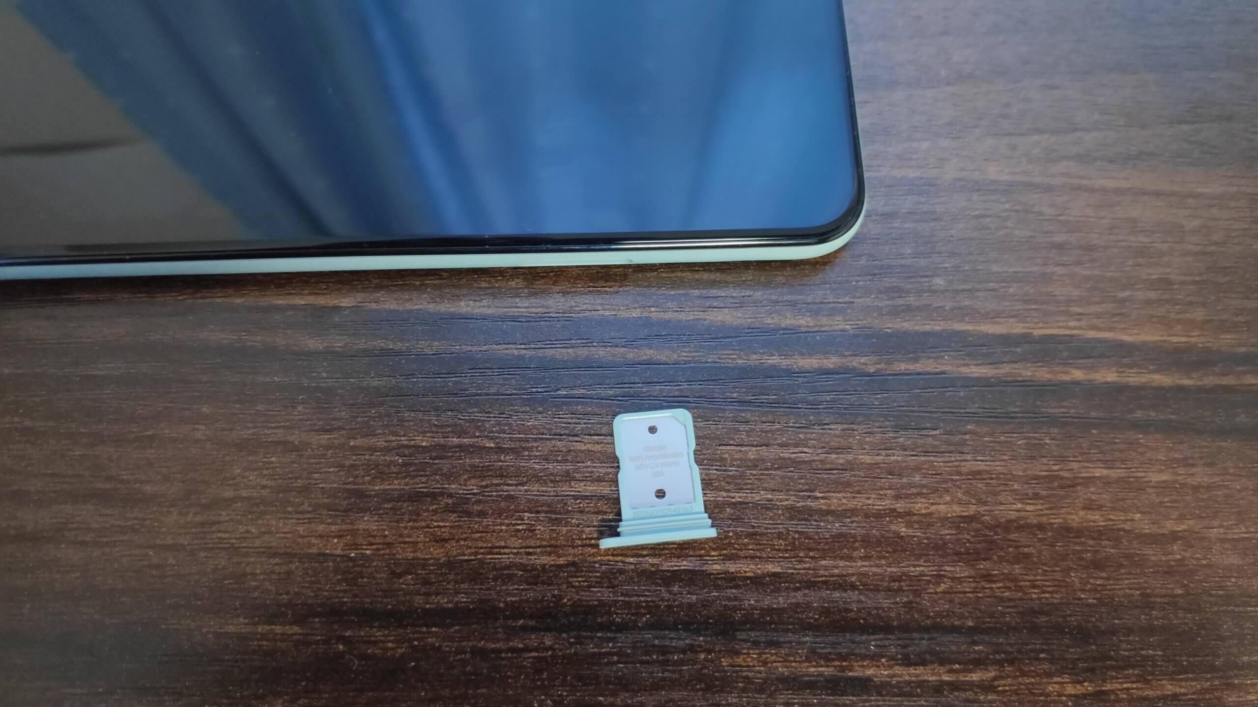 Google PIxel 5にSIMカードを入れる
