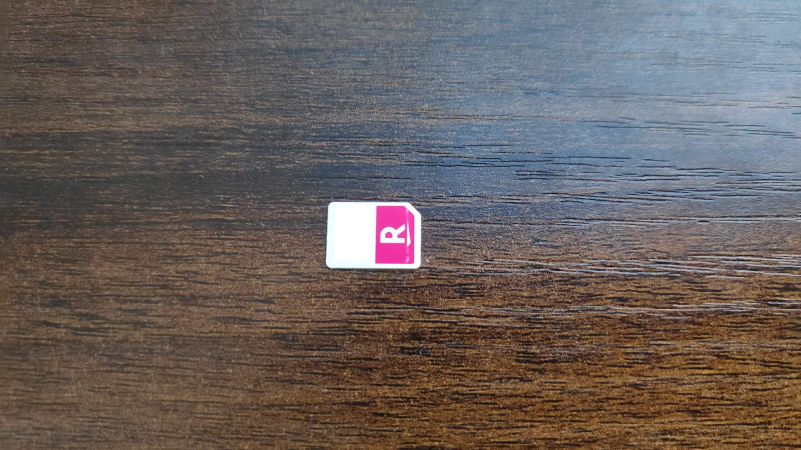 楽天モバイル(Rakuten UN-LIMIT V)のSIMカード