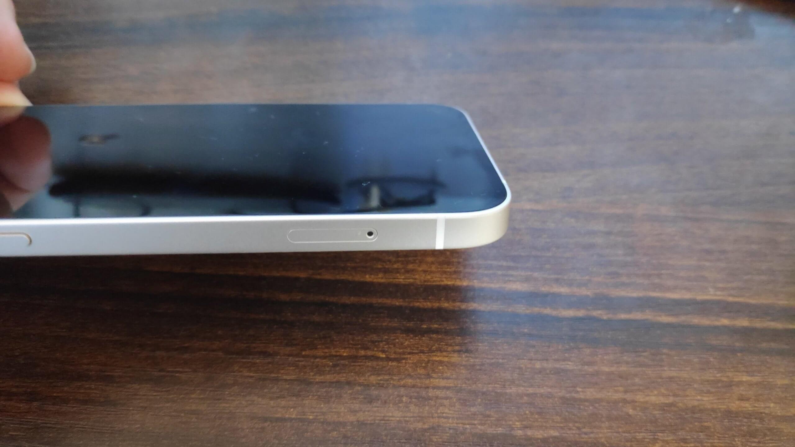 iPhone 12のSIMカードを入れる場所