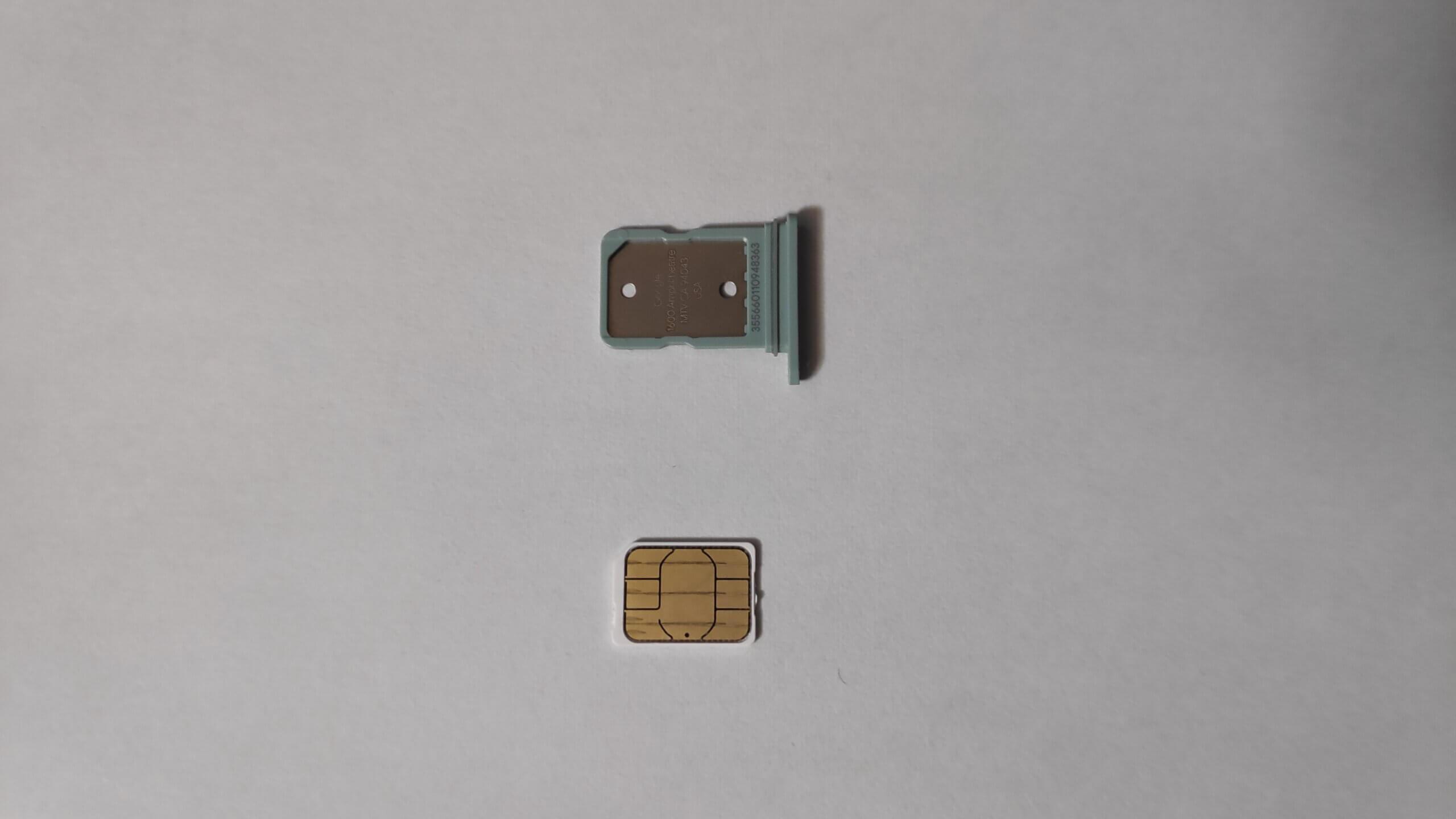 Google Pixel 5のSIMカードスロット
